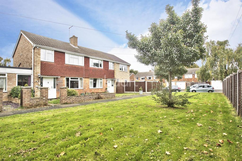 3 Bedrooms Semi Detached House for sale in Sweeting Avenue, Little Paxton