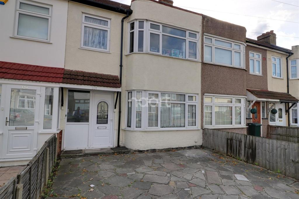 3 Bedrooms Terraced House for sale in Crow Lane, Romford