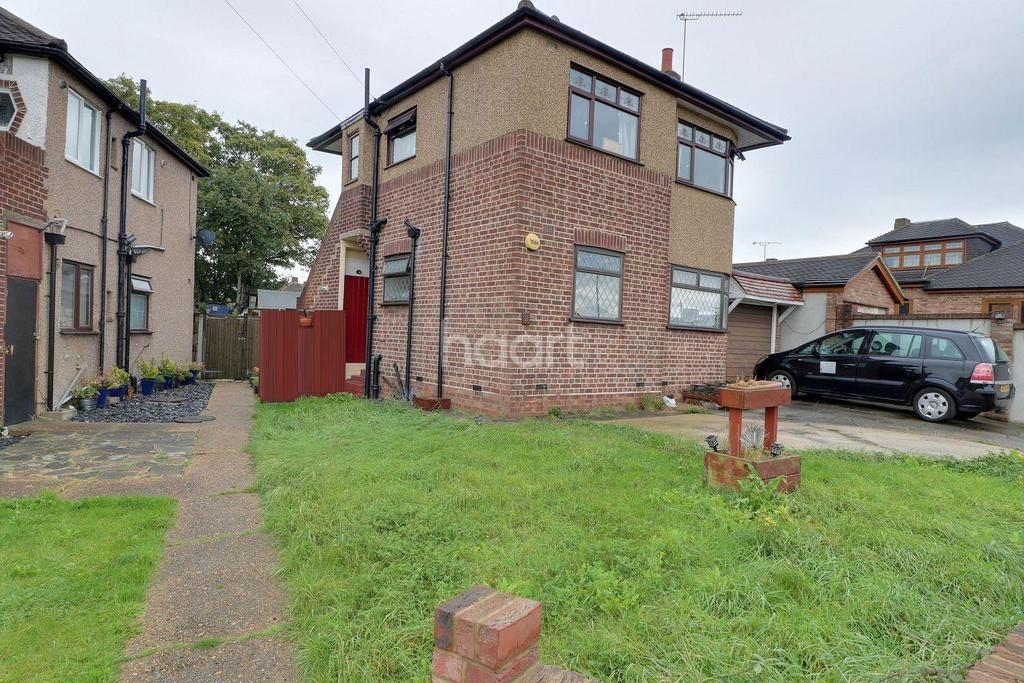 2 Bedrooms Maisonette Flat for sale in Erith Crescent, Collier Row