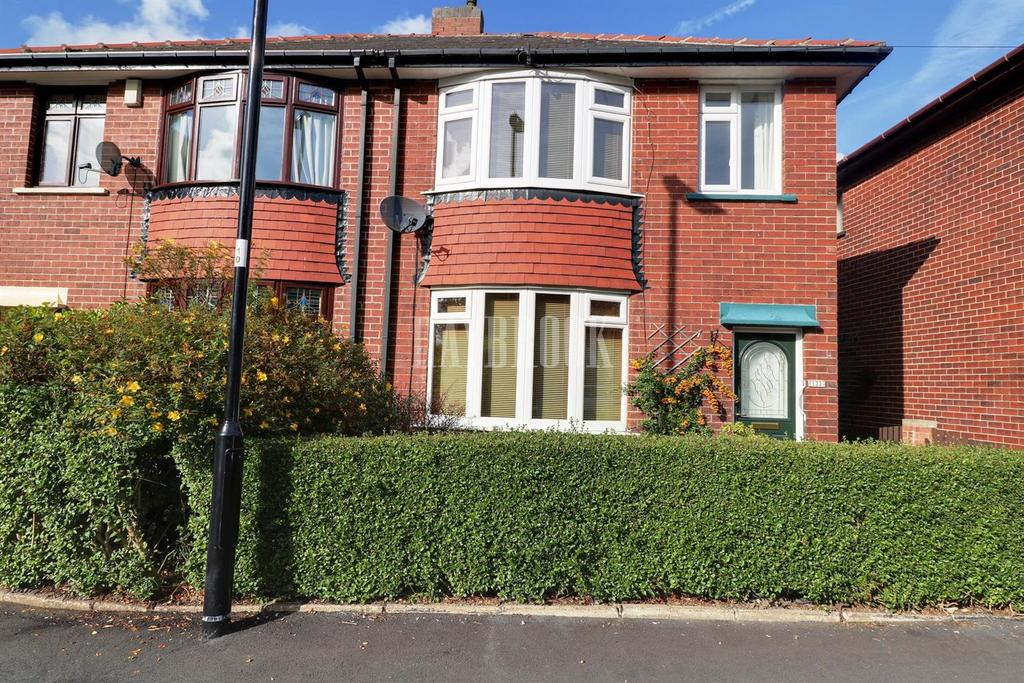 3 Bedrooms Semi Detached House for sale in Duncan Road, Crookes, S10 1SP