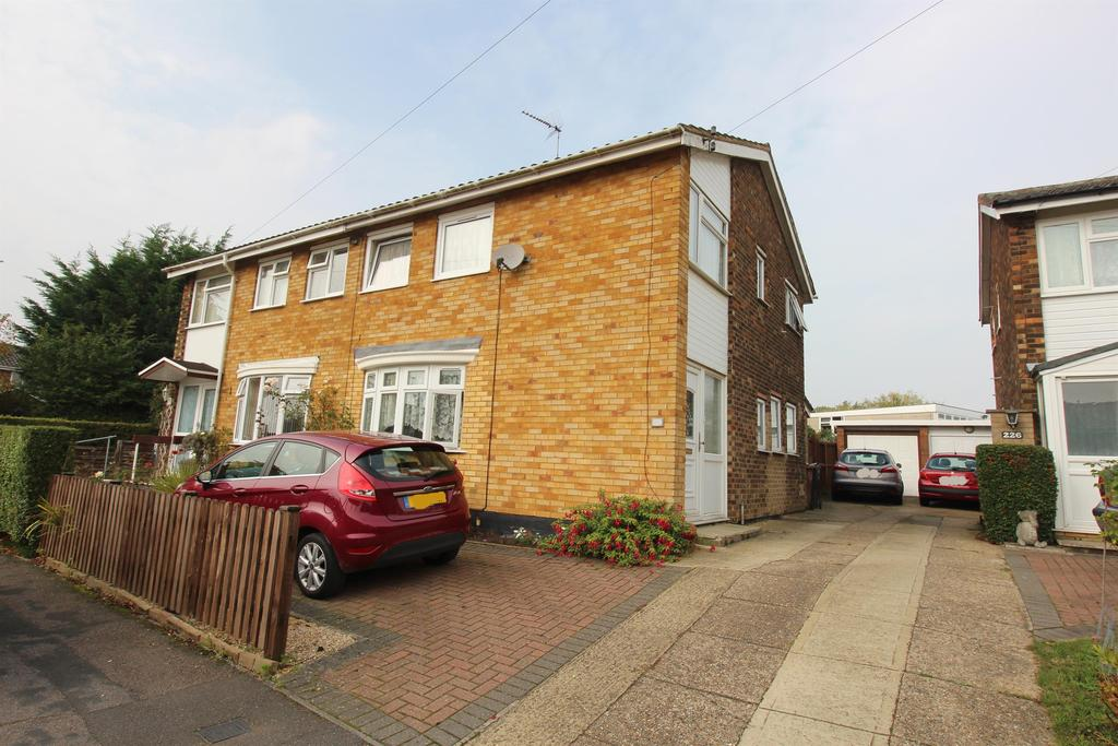 3 Bedrooms Semi Detached House for sale in Chertsey Rise, Stevenage, Hertfordshire, SG2 9JQ