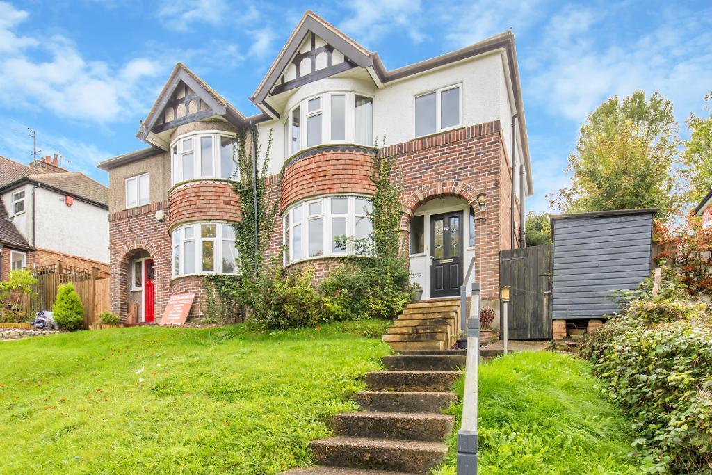 3 Bedrooms Semi Detached House for sale in Hillbury Road, Warlingham, Surrey, CR6 9TB