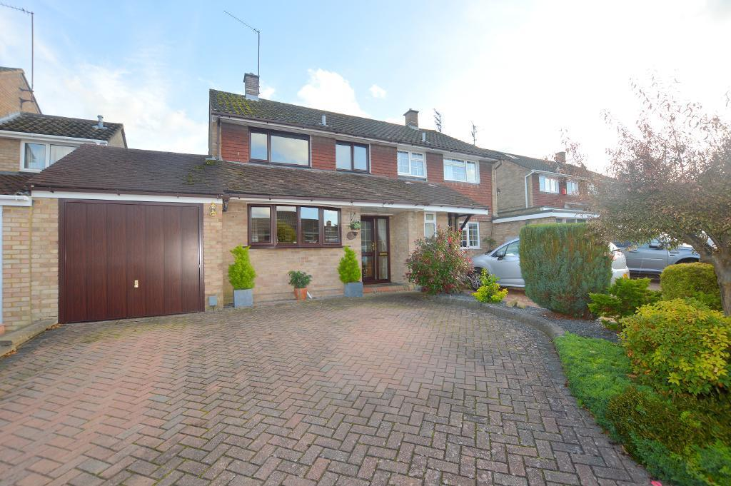 3 Bedrooms Semi Detached House for sale in Candale Close, Dunstable, Bedfordshire, LU6 3PE
