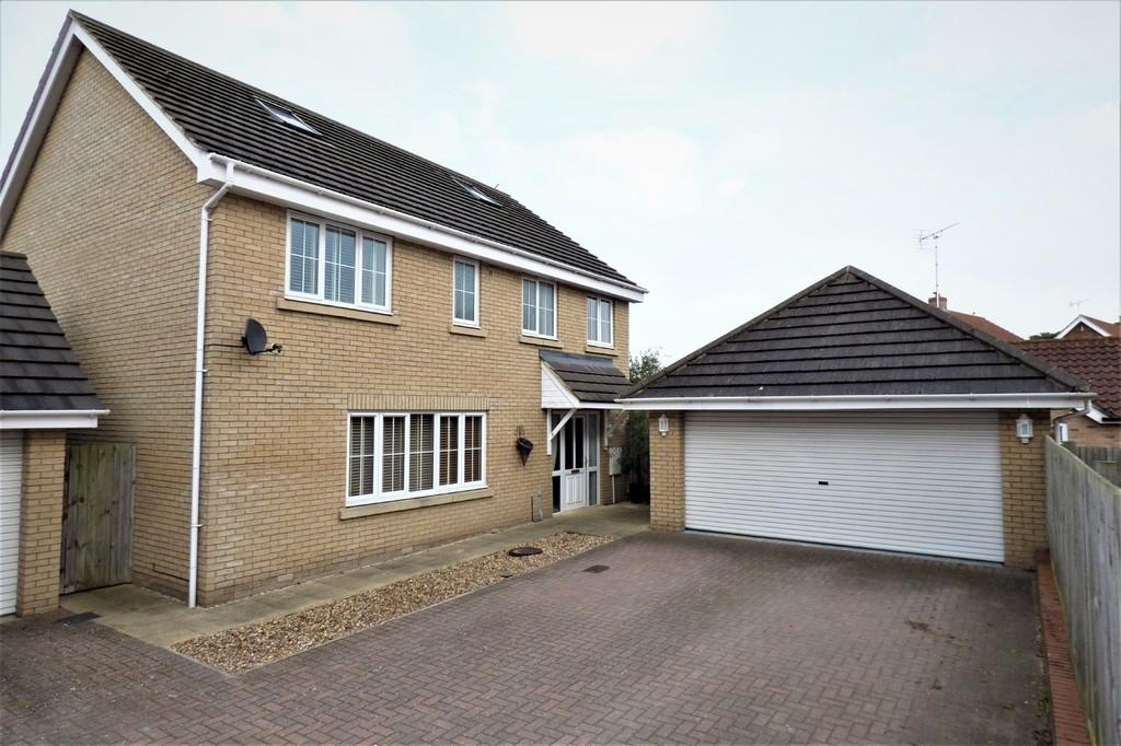 4 Bedrooms Detached House for sale in Saxon Gate, Holywell Row