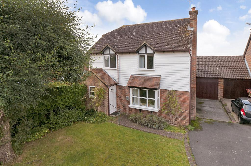 4 Bedrooms Detached House for sale in Bodsham Crescent, Bearsted