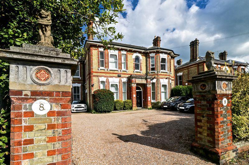 5 Bedrooms Detached House for sale in Chilston Road, Tunbridge Wells
