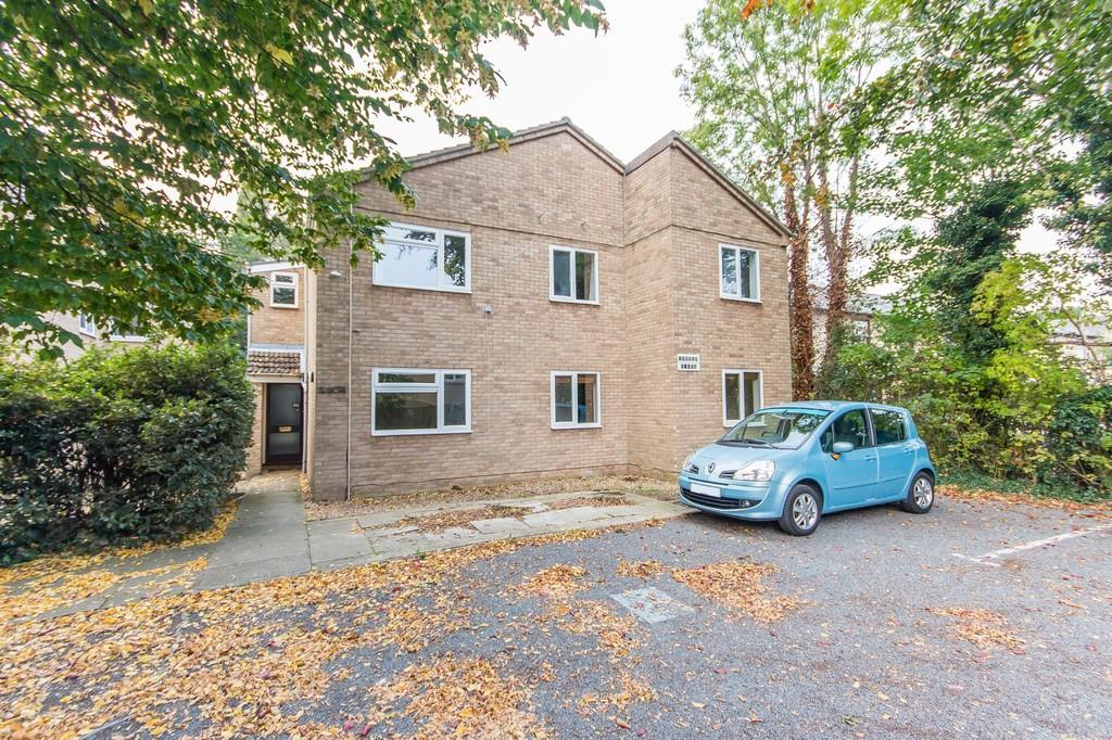 2 Bedrooms Ground Flat for sale in Flat 1, Tuscan Court, Pakenham Close, Cambridge