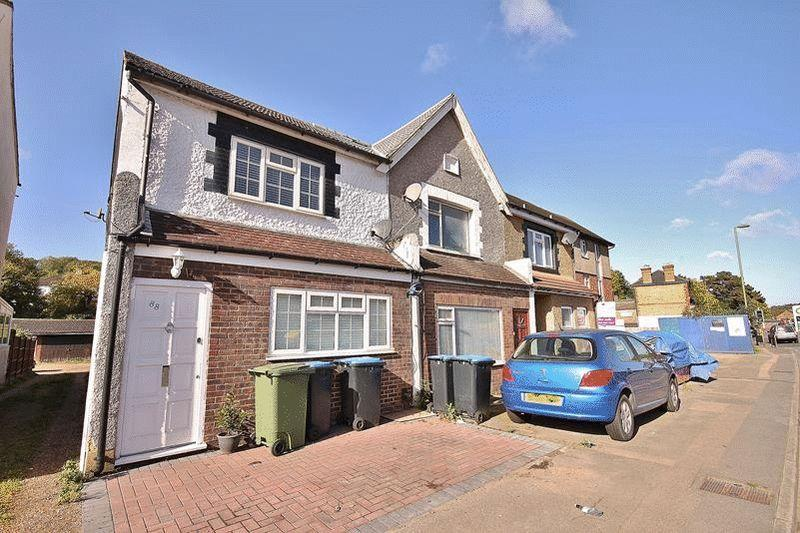2 Bedrooms Semi Detached House for sale in Godstone Road, Whyteleafe