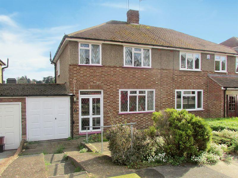 3 Bedrooms Semi Detached House for sale in Southview Close, Bexley