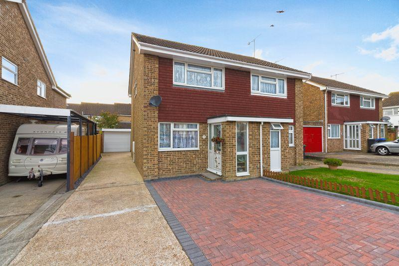 2 Bedrooms Semi Detached House for sale in Halifax Drive, Worthing