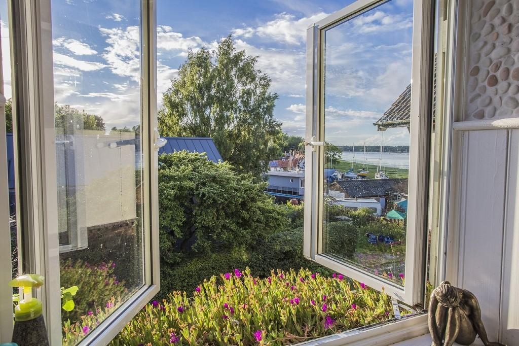 4 Bedrooms Detached House for sale in Pin Mill Road, Chelmondiston, IP9 1JN