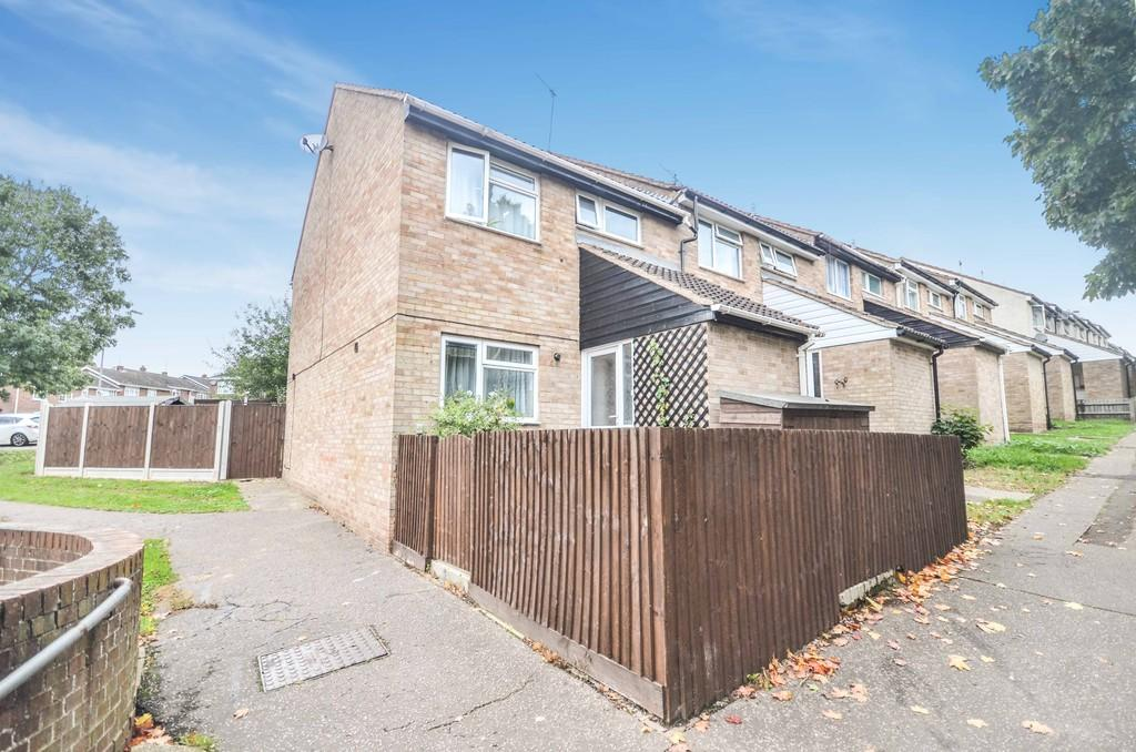 3 Bedrooms End Of Terrace House for sale in Titania Close, Colchester, CO4 3TB