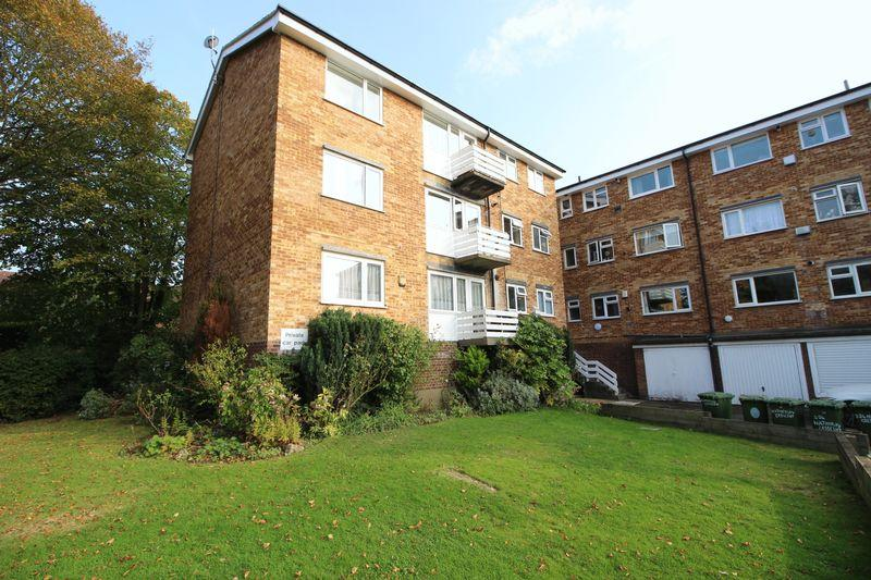2 Bedrooms Flat for sale in Hatherley Crescent, Sidcup, DA14 4HX
