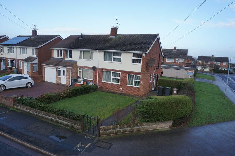3 Bedrooms Semi Detached House for sale in Hathersage Avenue, North Hykeham