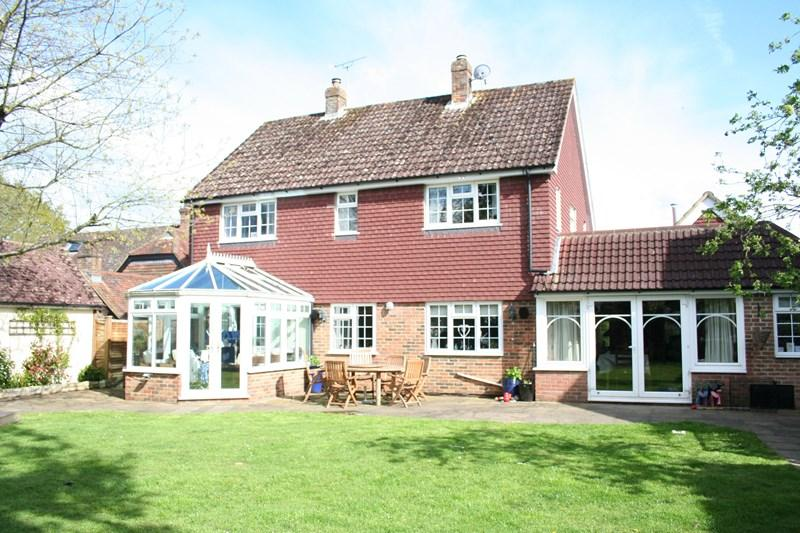 4 Bedrooms Detached House for sale in Oak Grove, Loxwood