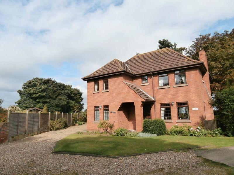 3 Bedrooms Detached House for sale in Main Road, Thorngumbald