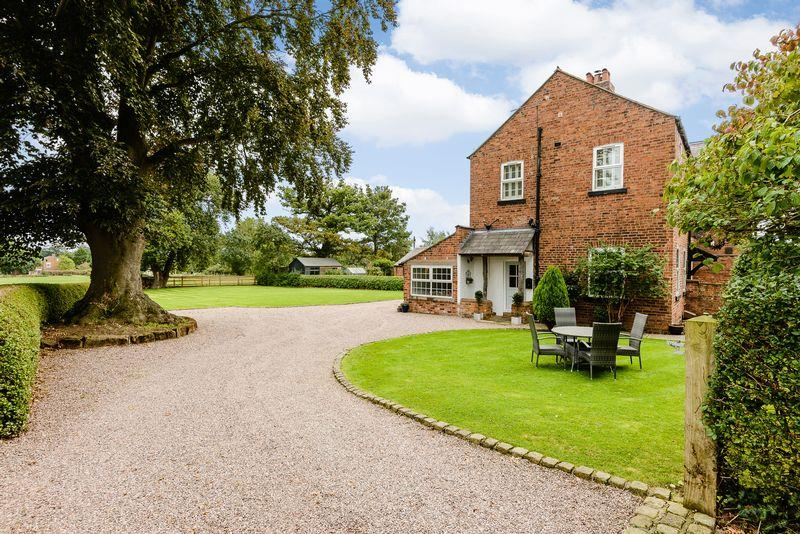 4 Bedrooms Semi Detached House for sale in Tattenhall, Nr. Chester