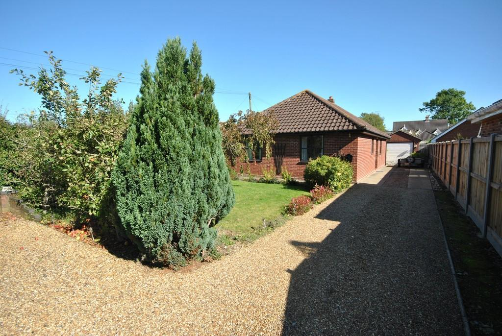 3 Bedrooms Detached Bungalow for sale in Great Moulton, Norfolk