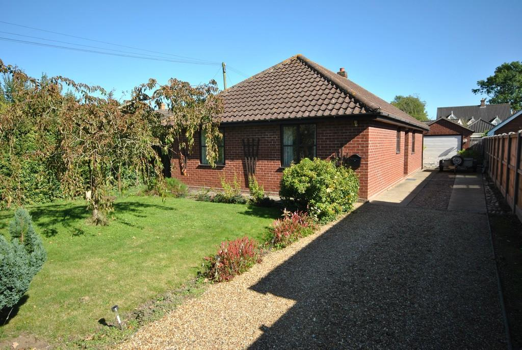 3 Bedrooms Detached Bungalow for sale in Great Moulton, Norfolk