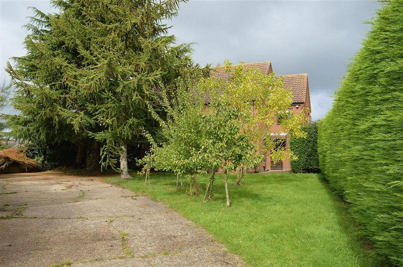 5 Bedrooms Detached House for sale in Griston Road Watton