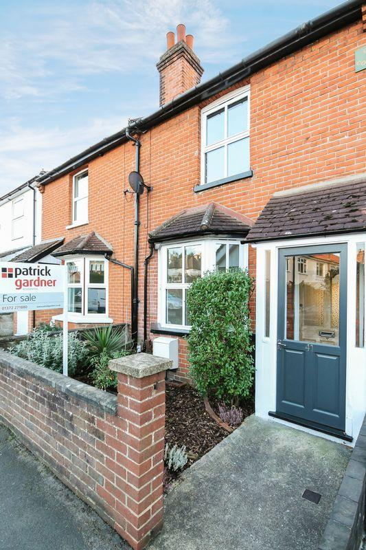 3 Bedrooms Terraced House for sale in ASHTEAD