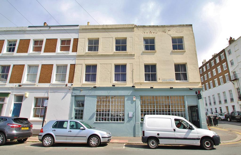 2 Bedrooms Flat for rent in Rock Street, Brighton, BN2