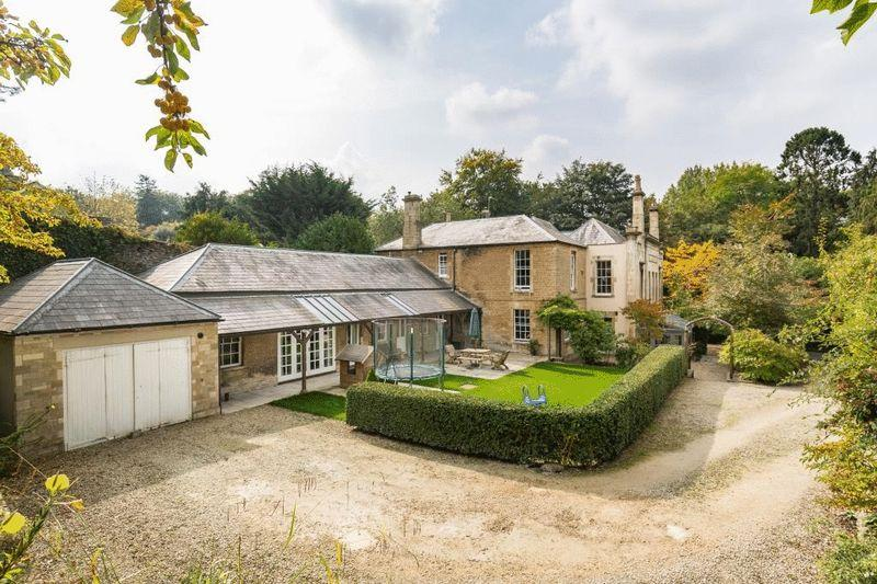 5 Bedrooms Semi Detached House for sale in Welshmill Road, Frome