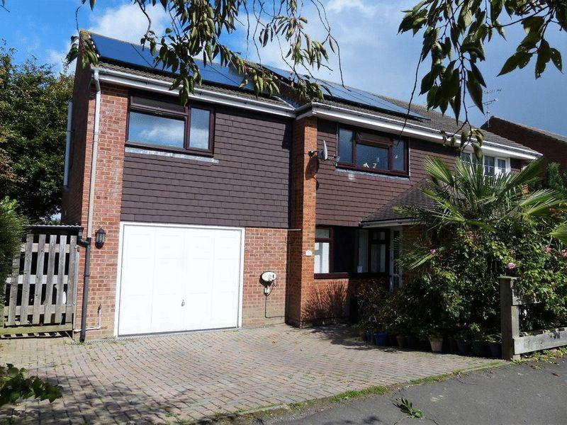 4 Bedrooms Semi Detached House for sale in Butcher Close, Staplehurst