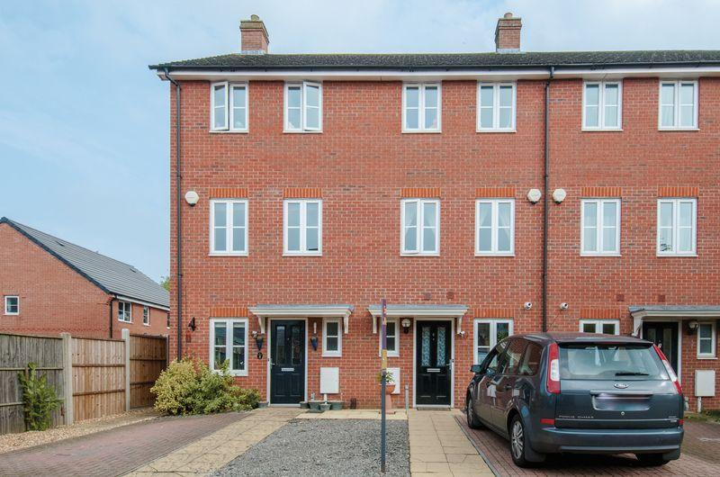 3 Bedrooms House for sale in Castlefields Close, Higham Ferrers