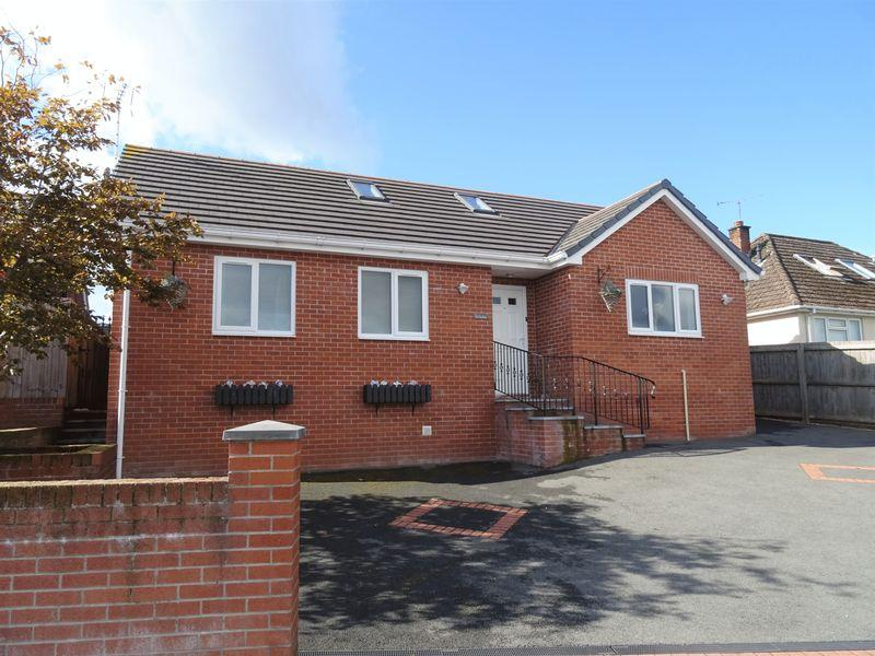 4 Bedrooms Bungalow for sale in Heol Llewelyn, Wrexham