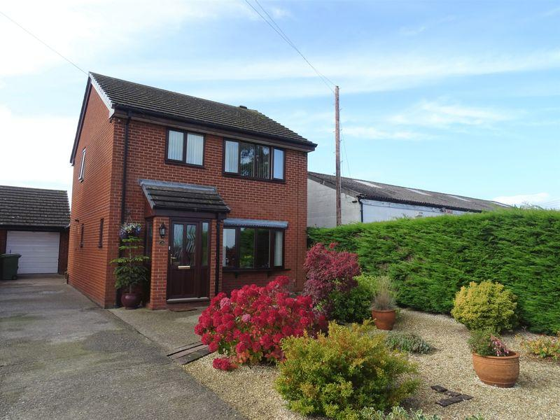 3 Bedrooms Detached House for sale in Gresford Road, Wrexham