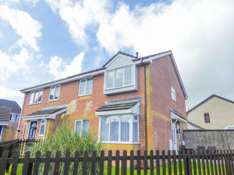 4 Bedrooms Semi Detached House for sale in Amulet Way, Shepton Mallet