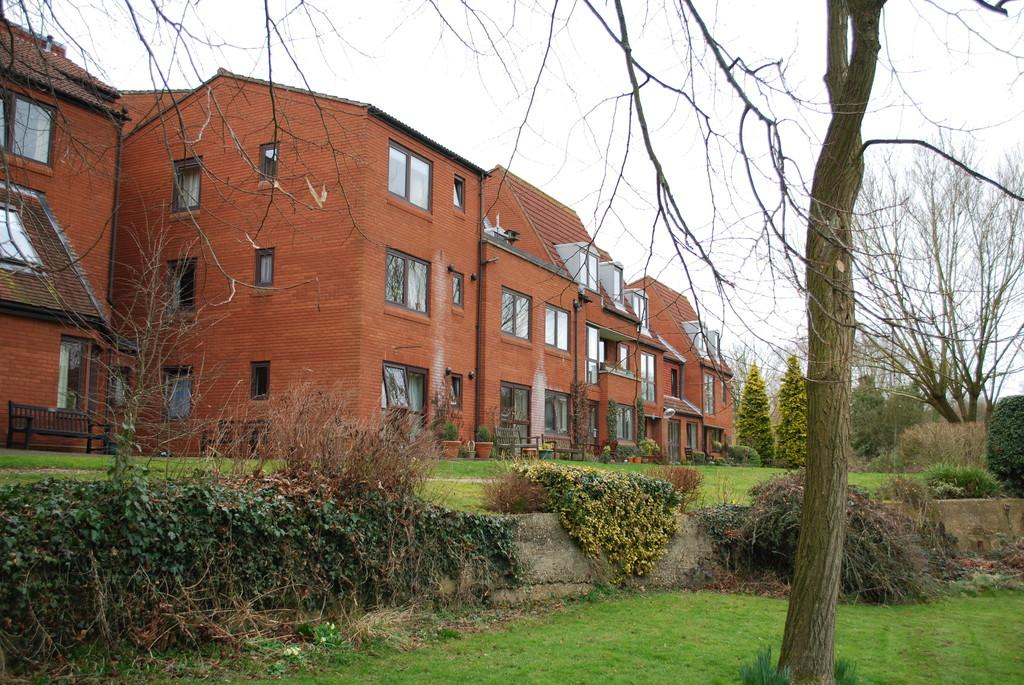 1 Bedroom Ground Flat for sale in South Street, Farnham