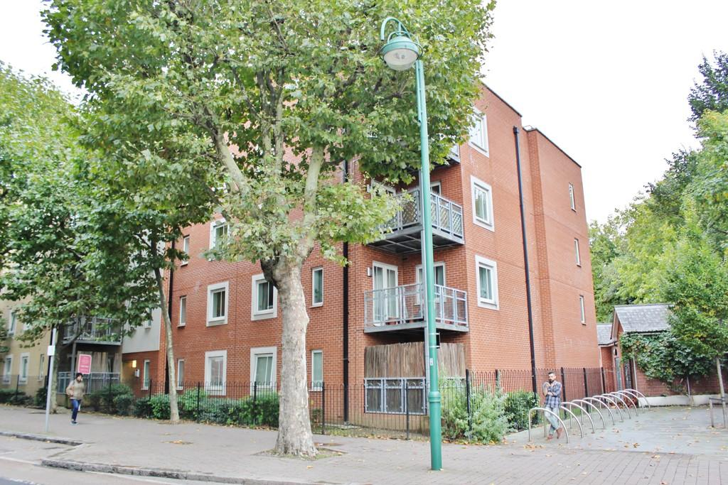 1 Bedroom Apartment Flat for sale in Kirkdale Road, London