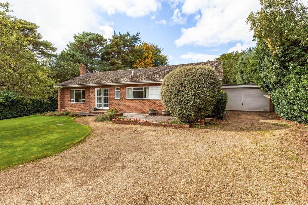 4 Bedrooms Detached Bungalow for sale in Norlands Drive, Otterbourne, Winchester, SO21