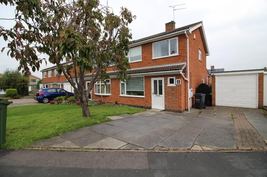 3 Bedrooms Semi Detached House for sale in Buckingham Drive, Loughborough