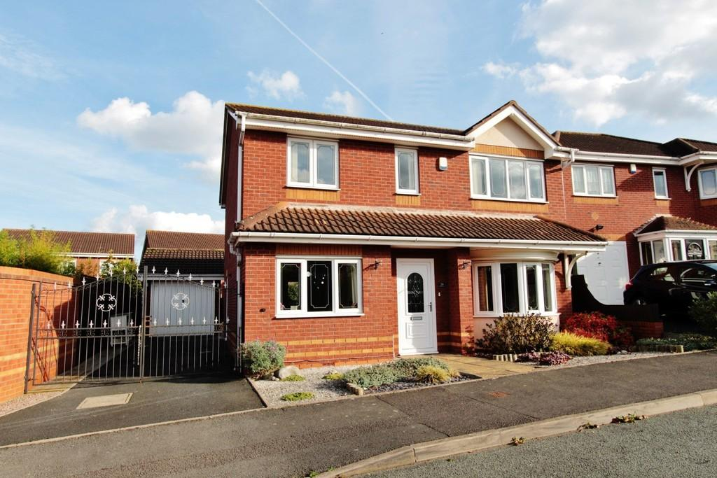 4 Bedrooms Detached House for sale in Fasson Close, Two Gates