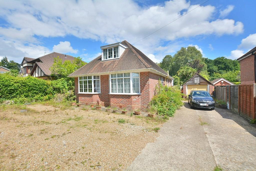 3 Bedrooms Detached Bungalow for sale in Lower Blandford Road, Broadstone