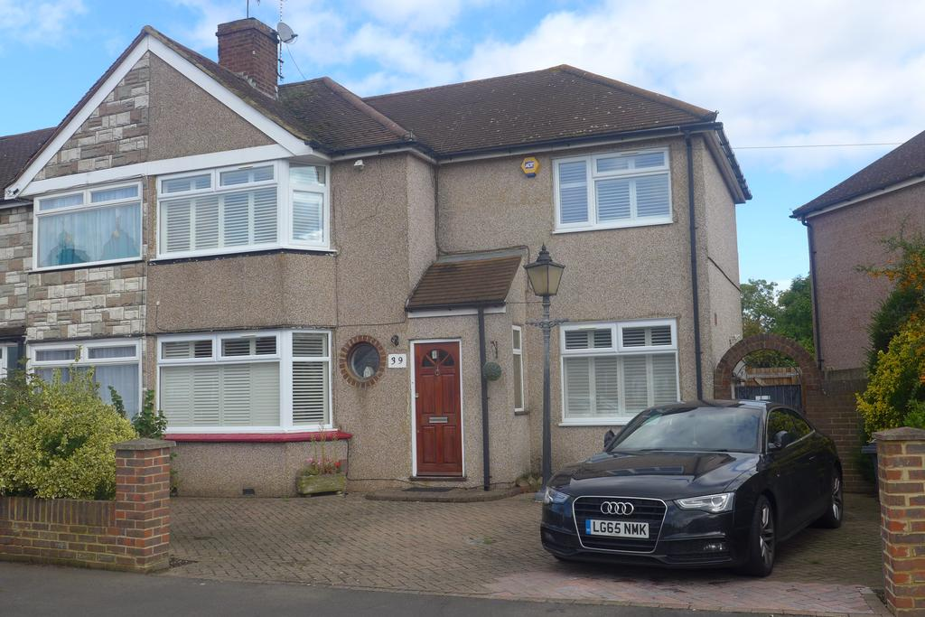 4 Bedrooms Semi Detached House for sale in Parkfield Road, Feltham