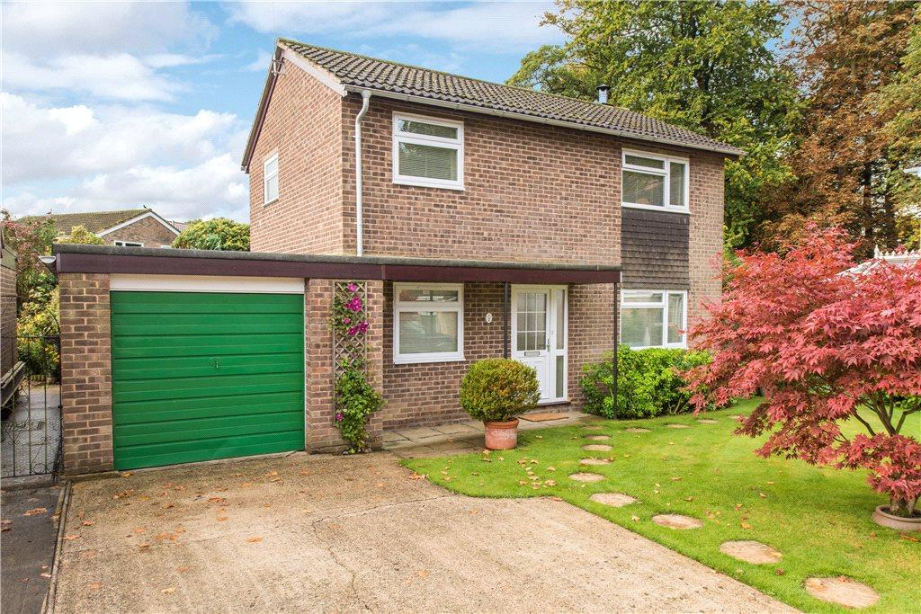 4 Bedrooms Detached House for sale in Carisbrooke Court, Buckingham, Buckinghamshire