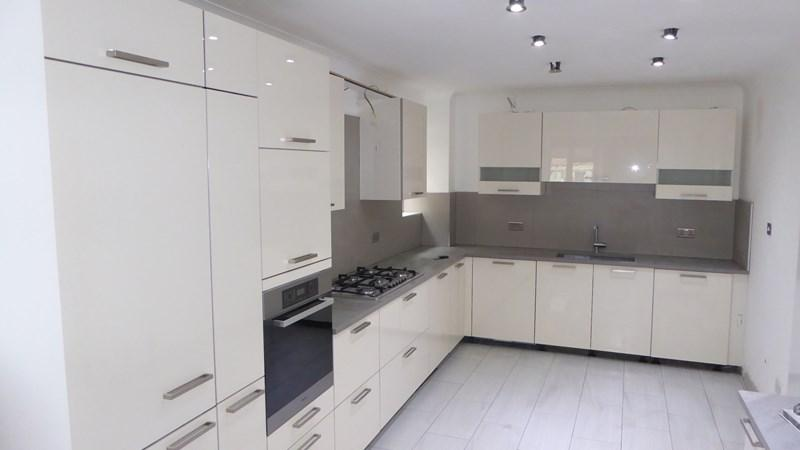 5 Bedrooms Semi Detached House for rent in Ashley Lane, London