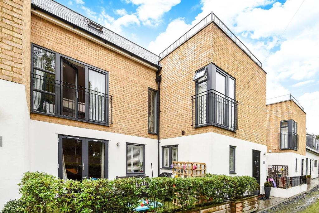 3 Bedrooms Terraced House for sale in Henrietta Gardens, Winchmore Hill