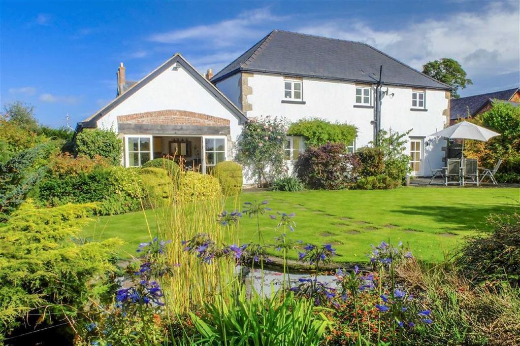 3 Bedrooms Detached House for sale in Plas Bennett, Llandyrnog, Denbigh