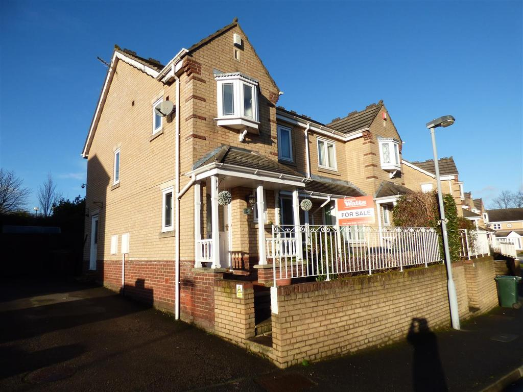 3 Bedrooms Semi Detached House for sale in Scholars Walk, Bradford