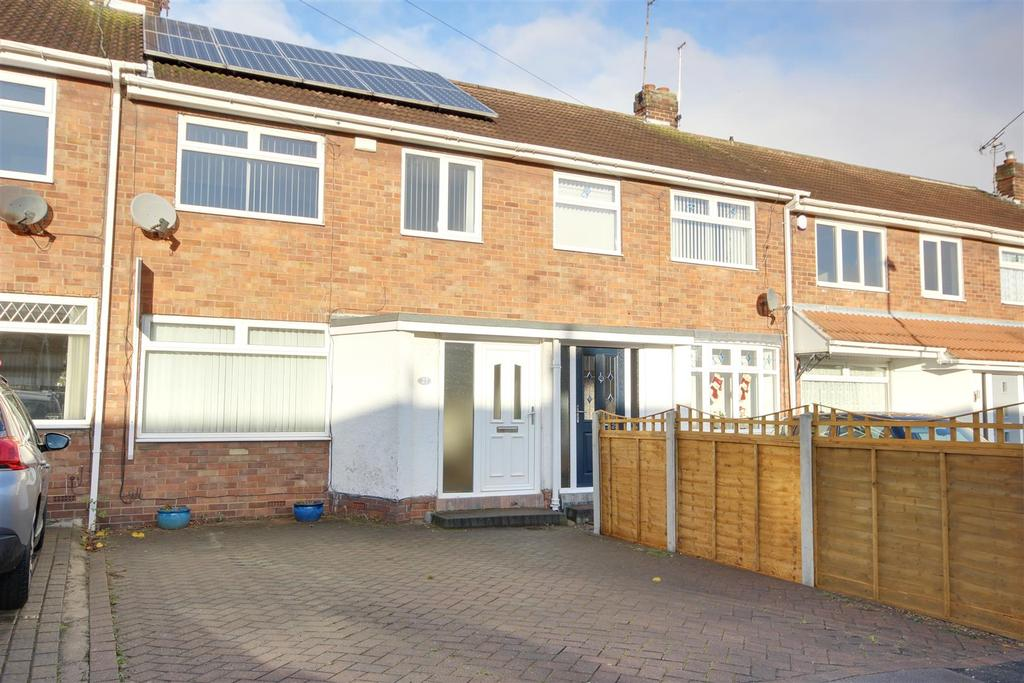 3 Bedrooms Terraced House for sale in Hazelbarrow Drive, Willerby, Hull