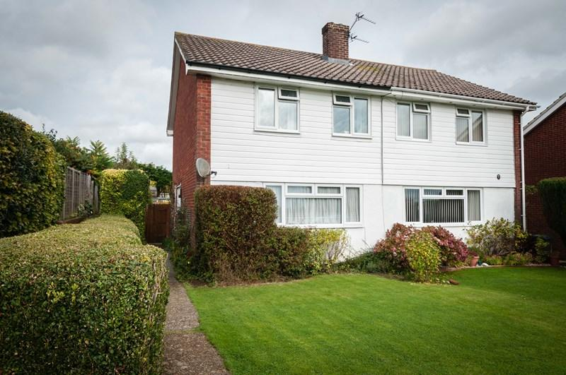 3 Bedrooms Semi Detached House for sale in Downsview Crescent, Uckfield