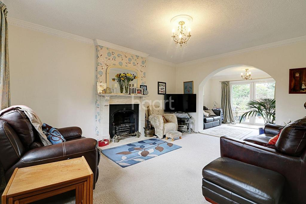 4 Bedrooms Detached House for sale in Whitegates Close