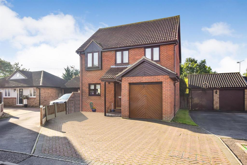 4 Bedrooms Detached House for sale in Heron Way, Mayland, Chelmsford
