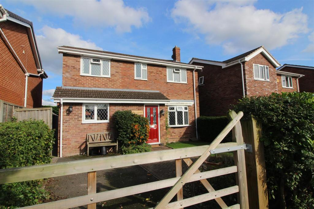 3 Bedrooms Detached House for sale in Davies Drive, Wem, Shropshire