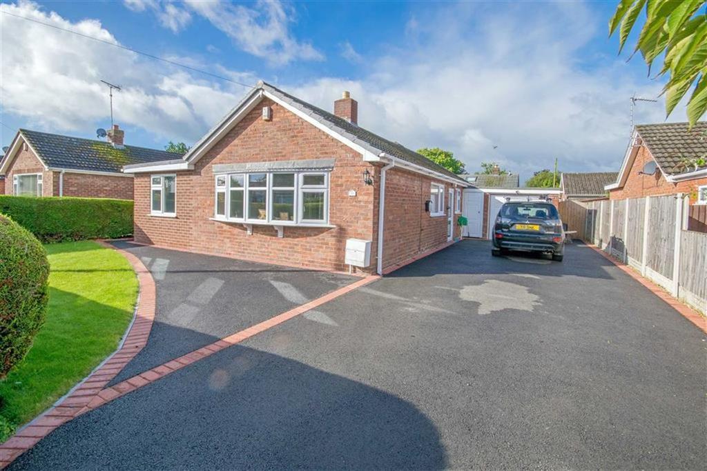 4 Bedrooms Detached Bungalow for sale in Wats Dyke Avenue, Mynydd Isa, Mold